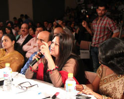 Dr. Madhvi Mohindra giving her comments to Indian Australian Idols contestants 2